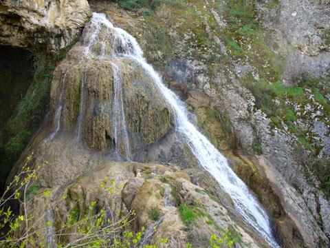 Водопадът Кая Бунар край Хотница