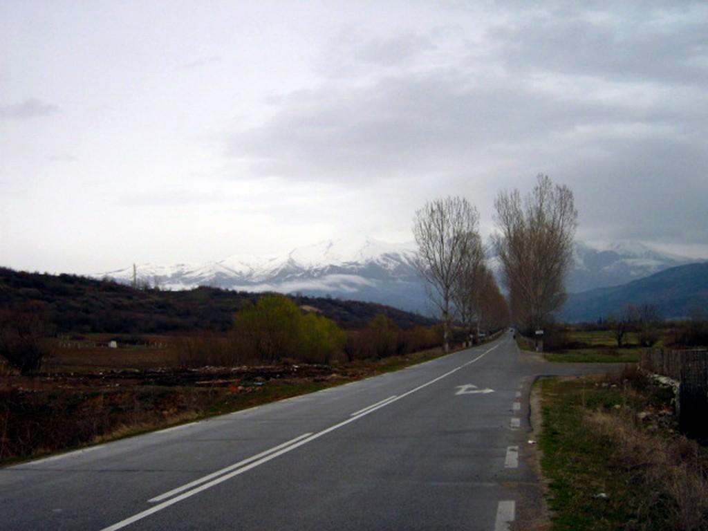 Пътят към село Стоб