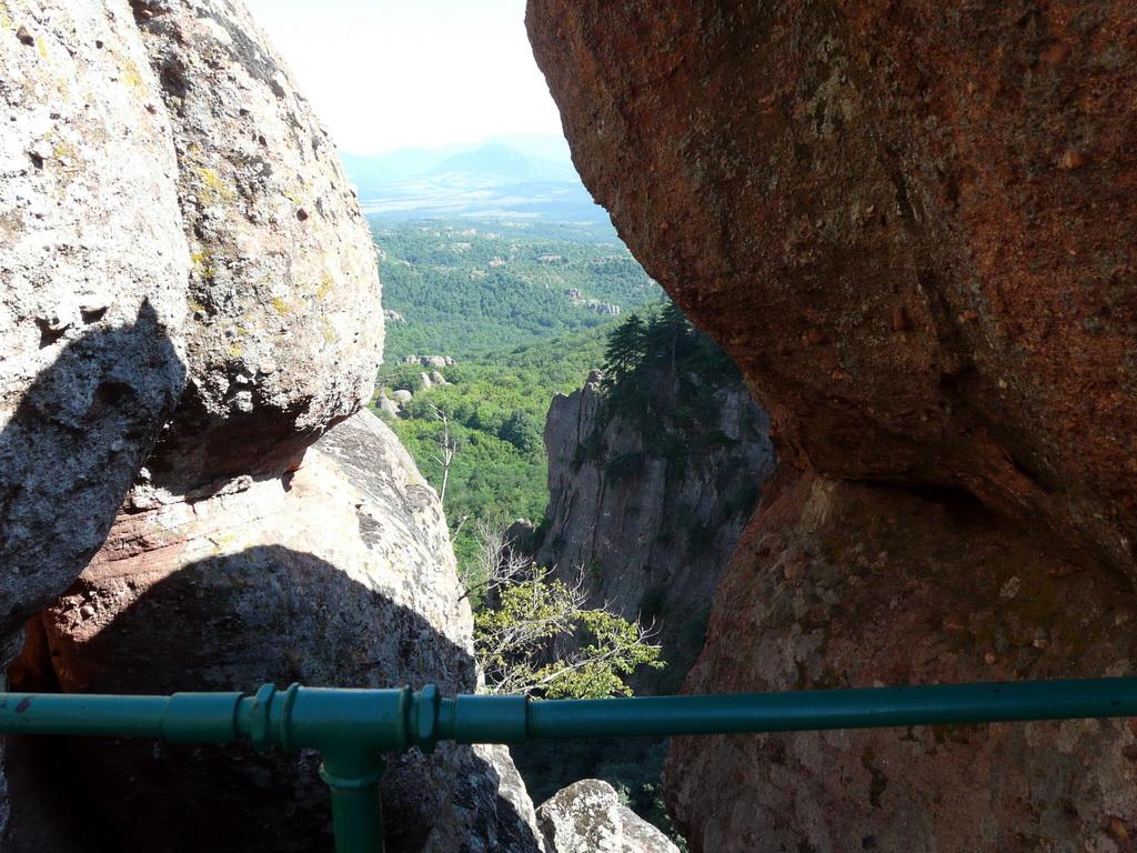 Гледка от стълбите към върха