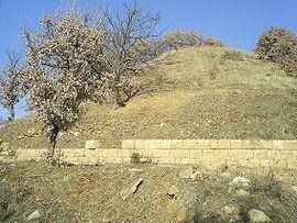 Тракийската гробница-хероон отвън