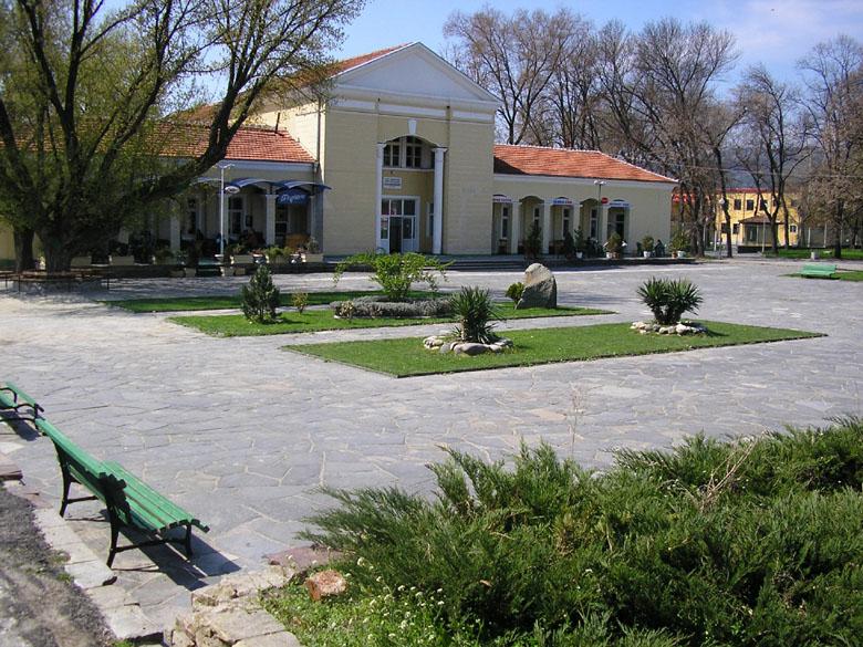 Център на село Баня