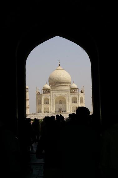 Taj Mahal - снимка през портата