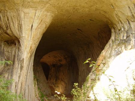 """Obshta Проходна пещера – """"Очите на Бога"""""""