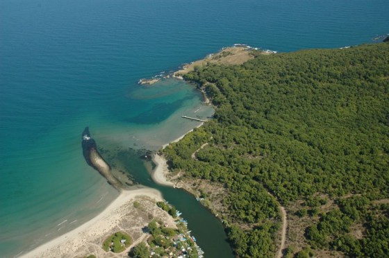 снимката е от http://www.localyte.com/places-to-visit/Bulgaria--Burgas--Vetren?&sq=&dist=35&orderby=&next=11