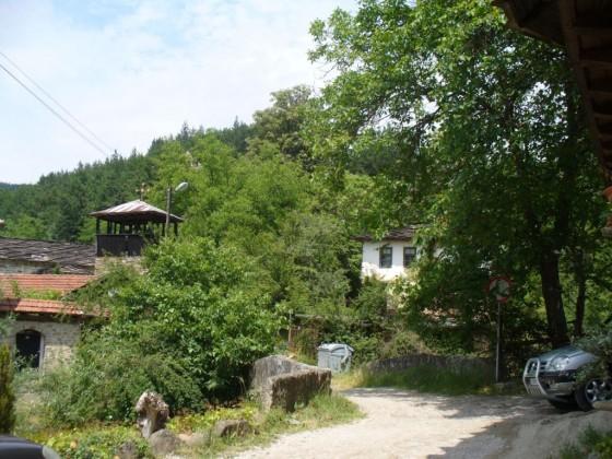 Църквата, мостът и класното училище
