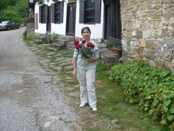 Снимка за спомен с подарените рози