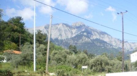 Сутрешен изглед към планината