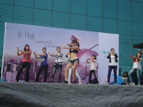 Урок по танци пред Личуин
