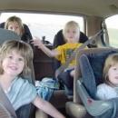 Как да пътуваме с кола заедно с децата?