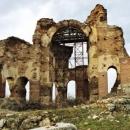 Величавите руини на Червената църква