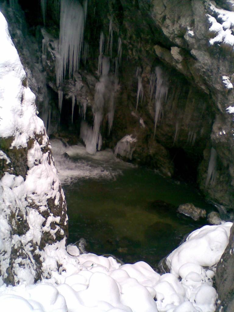 Пещера - дълбоко и опасно