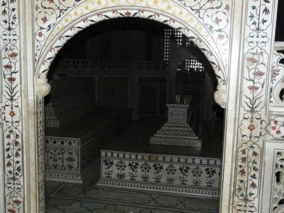 Надгробните плочи