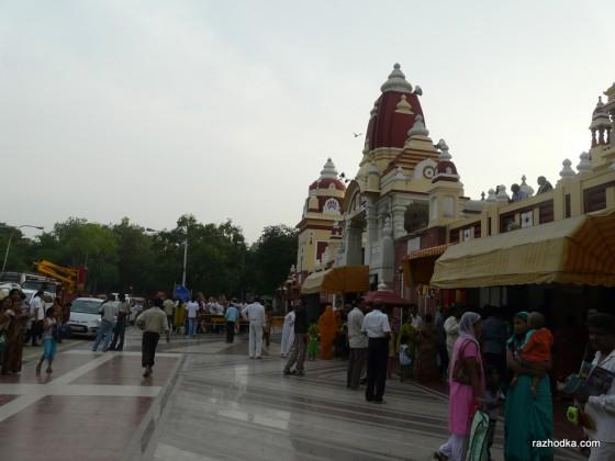 Търговците пред храма Лакшми Нараян