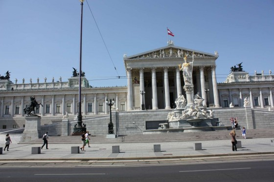 Парламентът