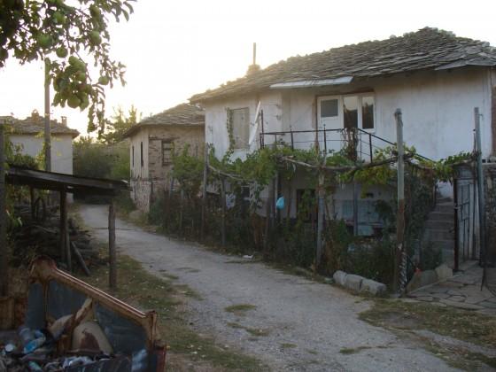 po ulicata kum cyrkwata w Dolno Lukovo