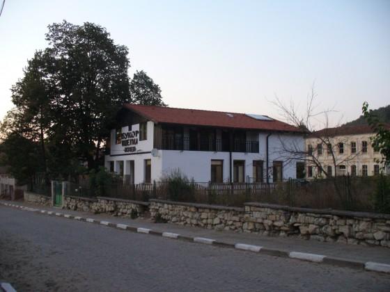 semejnia hotel Bukor Shtepi v Mandrica