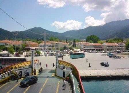 Limenas_malko predi feribotat da otpluva