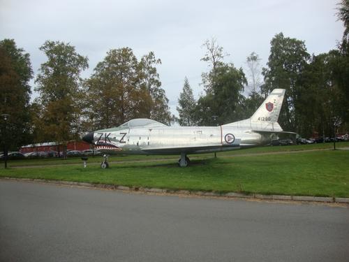Самолет - акула пред музея